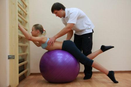 Несимметричные упражнения выполняются под контролем специалиста