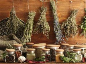 При деформирующем артрозе 1 степени хорошо помогают отвары и травяные настои